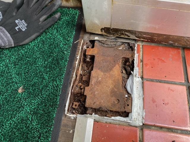 修理 店舗ドア ドアヒンジ